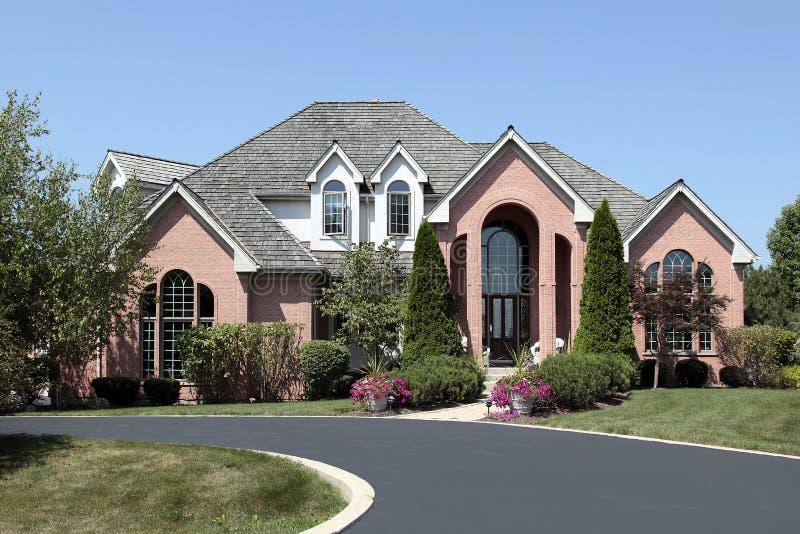 luksusu ceglany cedrowy domowy dach fotografia stock