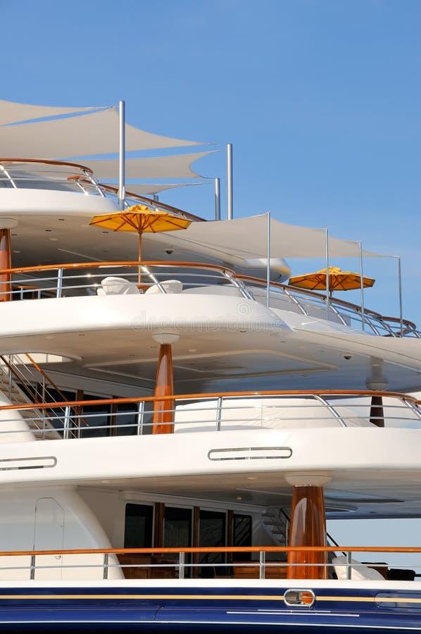 Luksusu jachtu motorowi pokłada zdjęcia stock