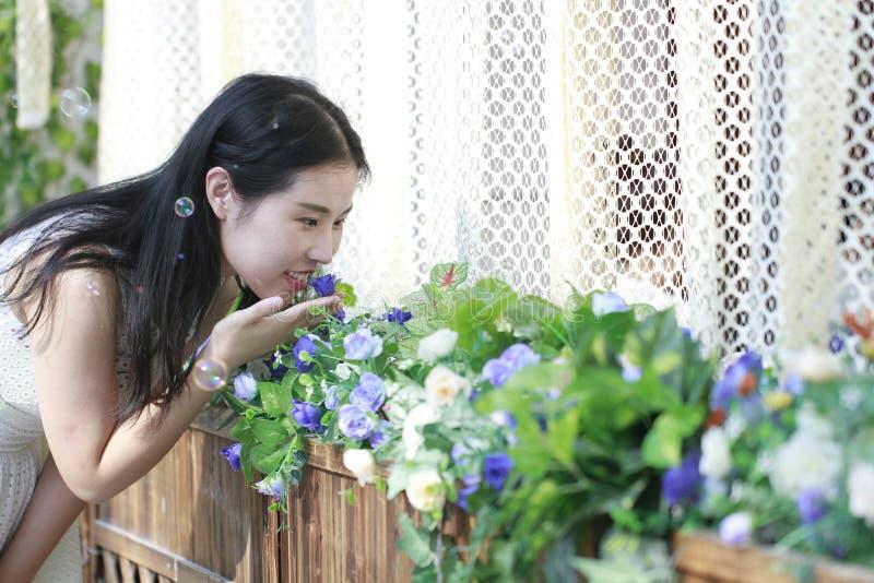 Lukta blommorna royaltyfri fotografi