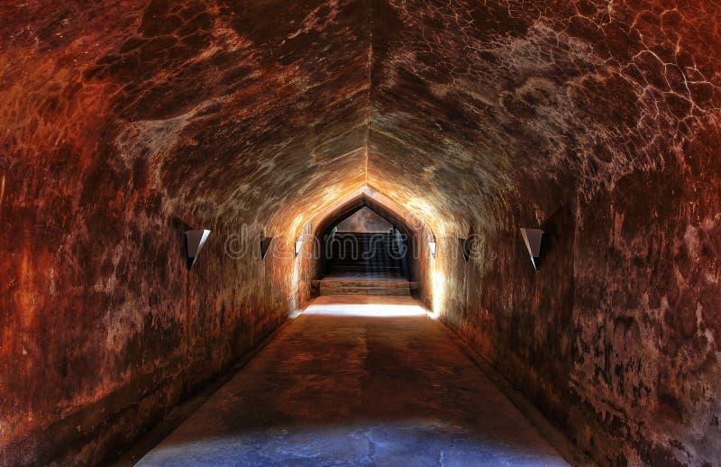 Lumière à la fin du tunnel photo stock