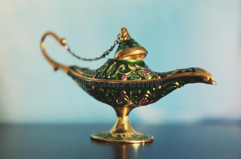Lumière Arabe de jour de lampe de vintage en métal images libres de droits
