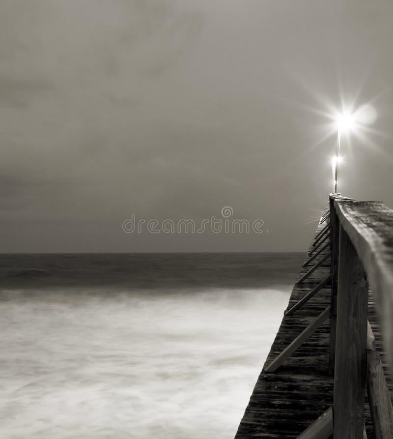 Lumière brillant sur le pilier photographie stock