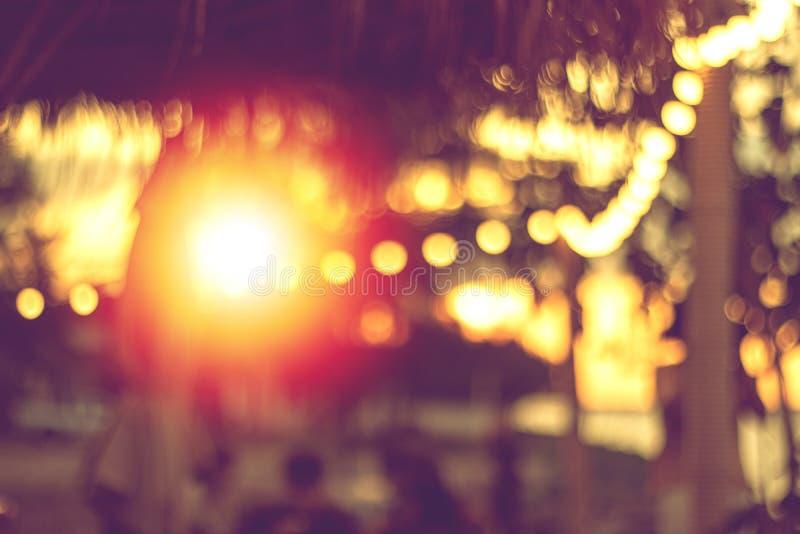 Lumière brouillée abstraite dans des vacances d'été de silhouette photographie stock libre de droits