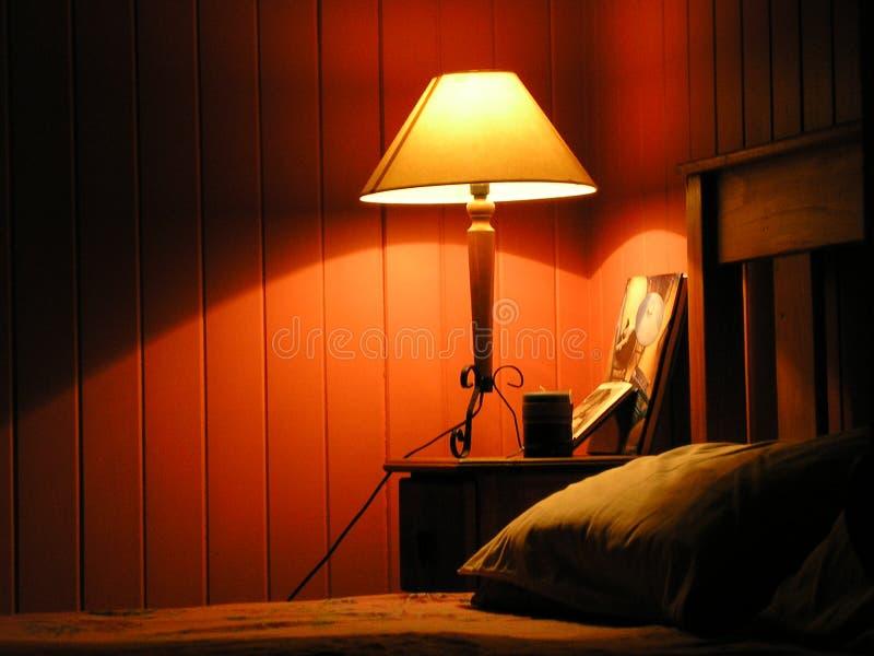 Lumière chaude de chambre à coucher photos libres de droits