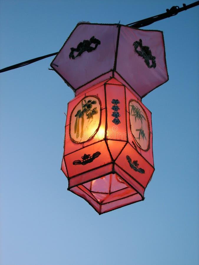 Lumière confortable d'une lanterne chinoise rose photos libres de droits