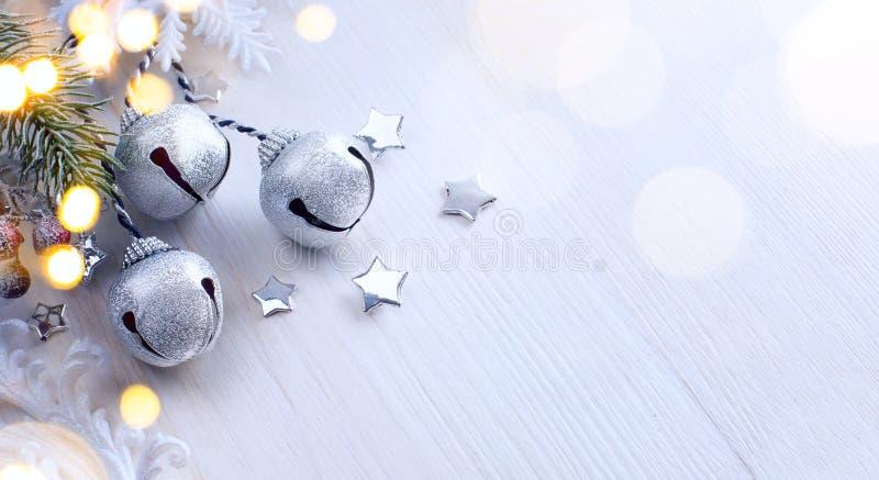Lumière d'arbre de Noël ; Fond d'hiver avec la branche de sapin image stock