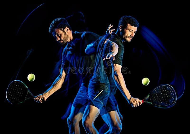 Lumière d'homme de joueur de tennis de palette peignant le fond noir d'isolement images libres de droits