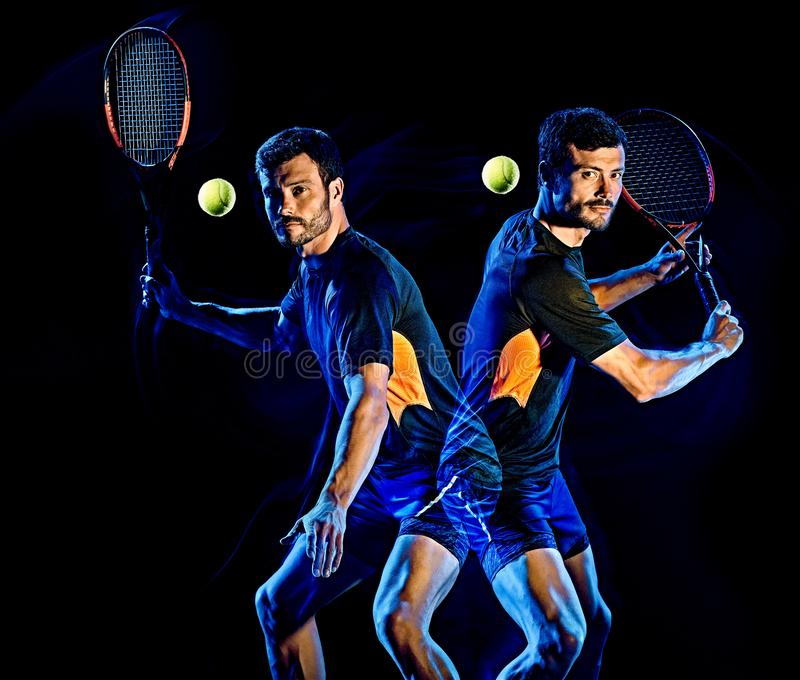 Lumière d'homme de joueur de tennis peignant le fond noir d'isolement photo libre de droits