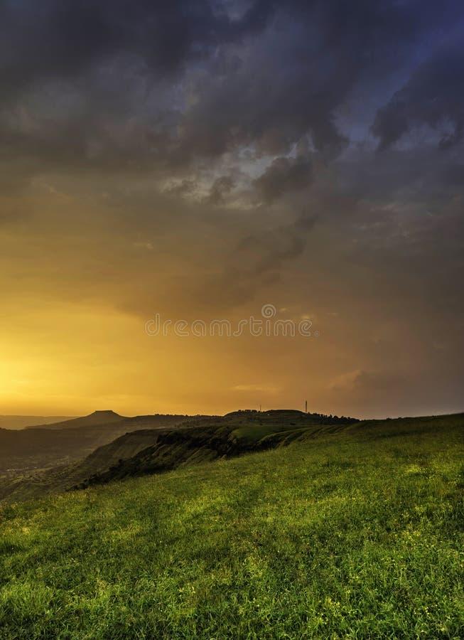 Lumière d'or magique, Kas Pathar, Satara, maharashtra, Inde photographie stock