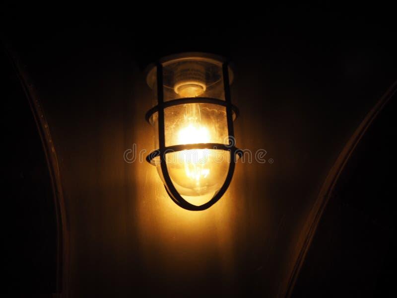 Lumière dans la nuit image stock