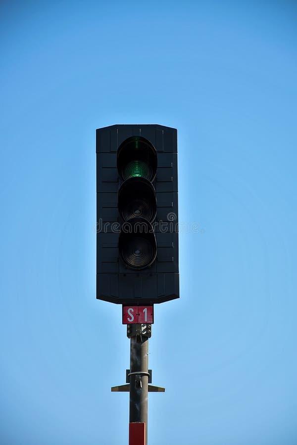 Lumière de circulation ferroviaire sur quelles lumières rouges Construction des voies de chemin de fer Infrastructure ferroviaire images libres de droits