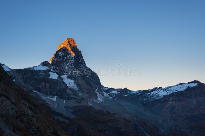 Lumière de coucher du soleil au-dessus du Matterhorn ou du Cervino élégant photo stock