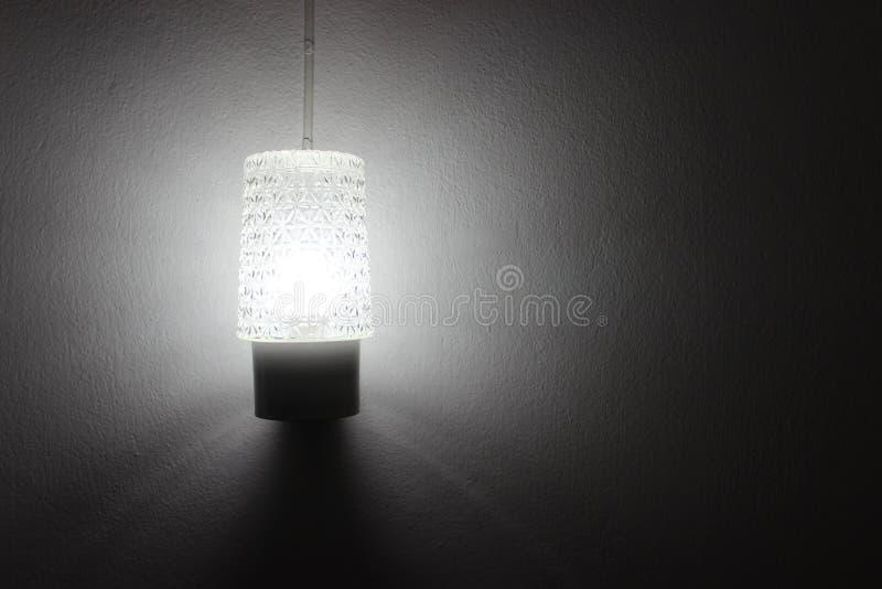 Lumière de lampe dans la chambre photos stock