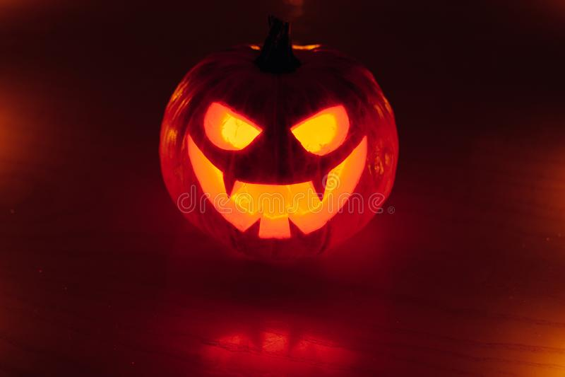 lumière de lueur de potiron de Jack-o-lanterne, fond de Halloween photos libres de droits