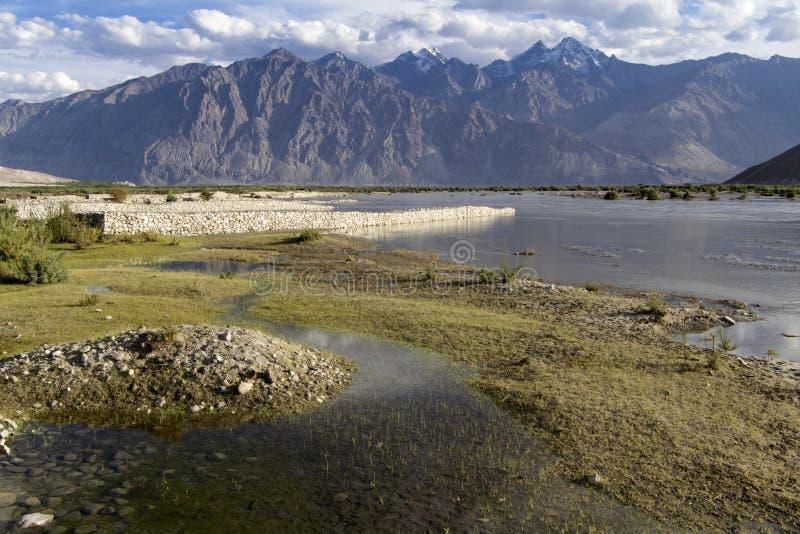 Lumière de soirée sur le fleuve Shyoka, Ladakh images libres de droits