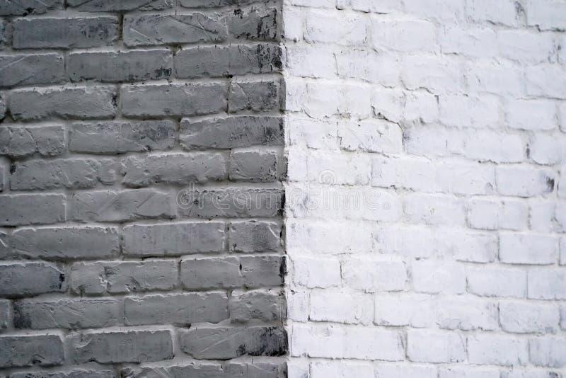Lumière différente blanche de brique dans le concept faisant le coin à la vue opposée ou contre l'openion photo stock