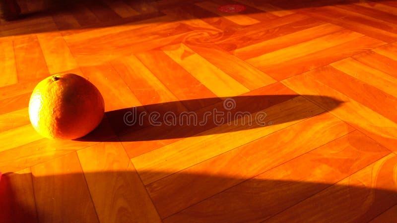 Lumière du soleil clignotant sur l'orange photographie stock libre de droits