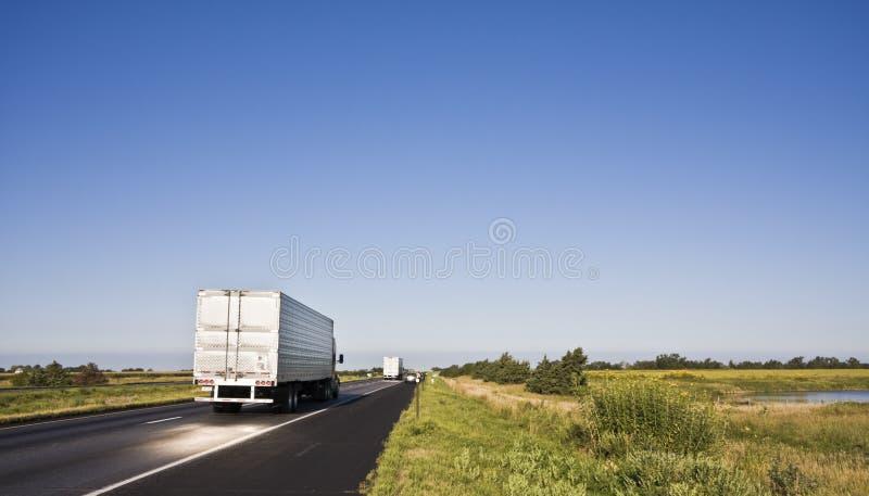 Lumière du soleil projetée sur la route photo libre de droits