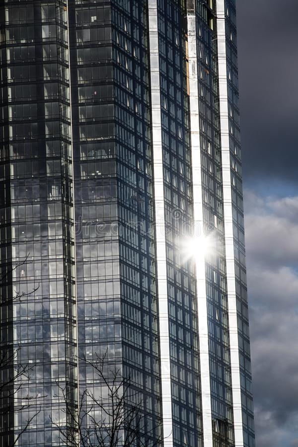 Lumière du soleil se reflétant outre d'un gratte-ciel à Boston le Massachusetts photographie stock