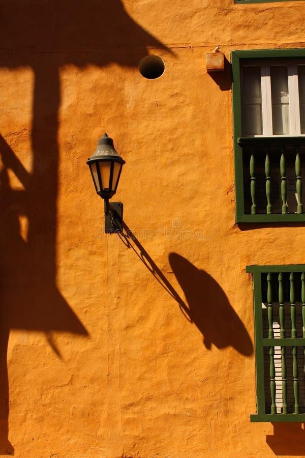 Lumière et ombre. Centre historique de Carthagène photographie stock libre de droits