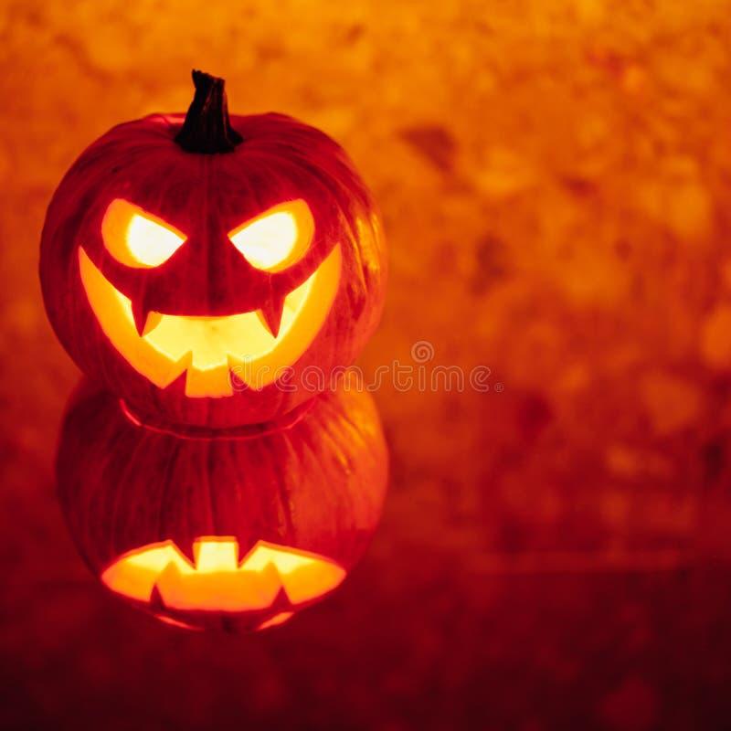lumière orange de potiron de Jack-o-lanterne, fond de Halloween images libres de droits