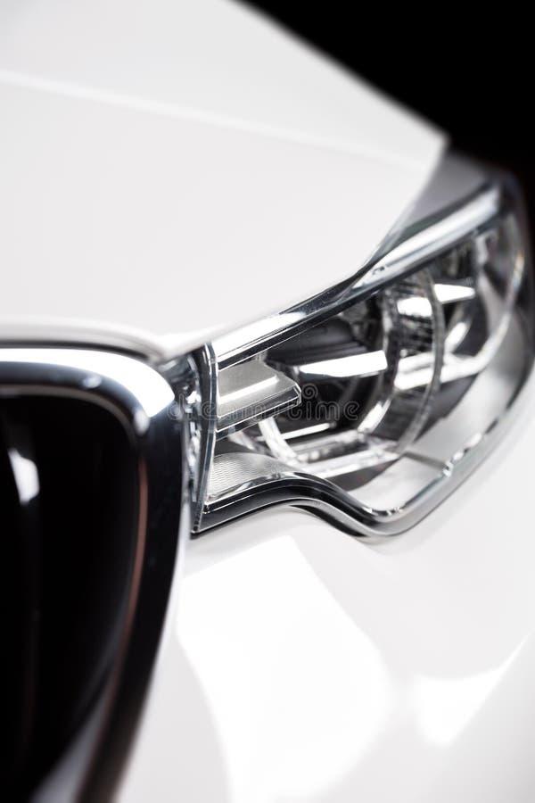 Lumière principale de voiture photographie stock
