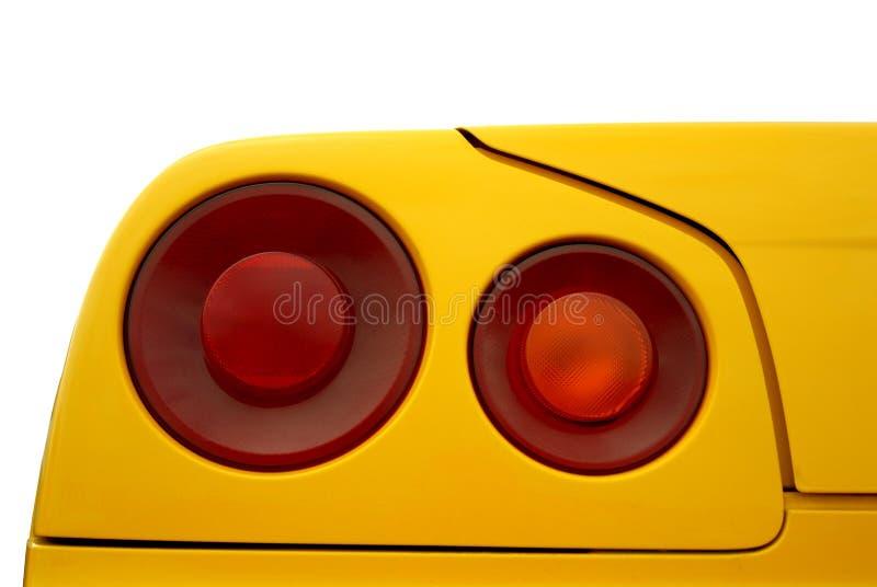 Lumière rouge d'arrière sur un fond jaune photos stock