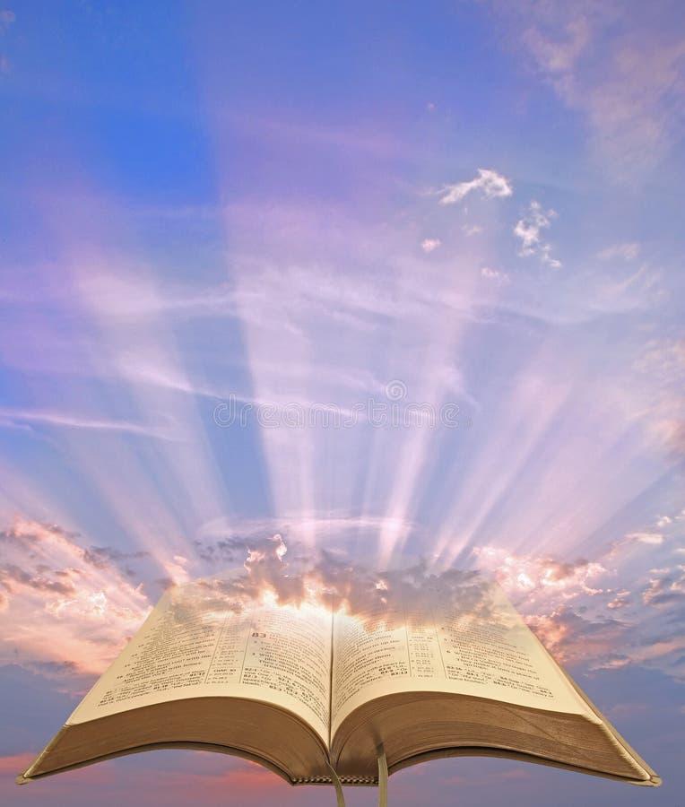 Lumière spirituelle divine de bible photographie stock