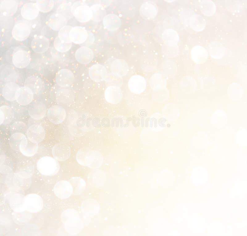 Lumières abstraites blanches de bokeh d'argent et d'or Fond Defocused photo stock