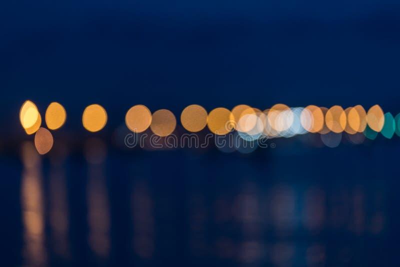 Lumières abstraites de ville à travers le port images libres de droits