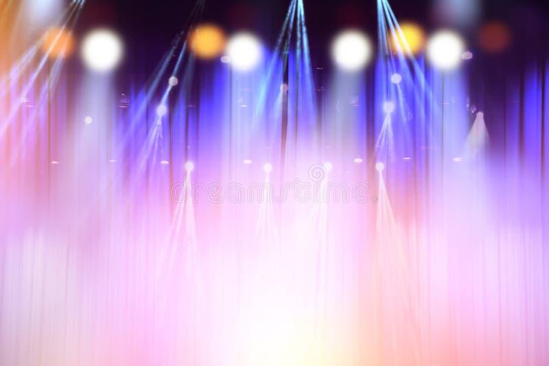 Lumières brouillées sur l'étape, résumé de l'éclairage de concert image stock
