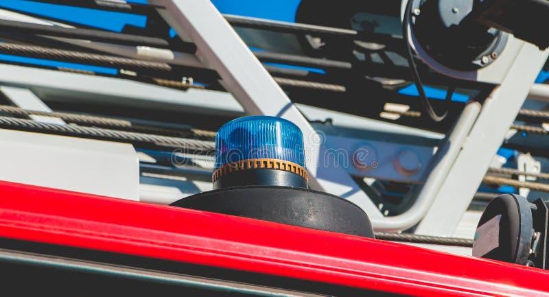 Lumières clignotantes d'un véhicule de dégagement image stock