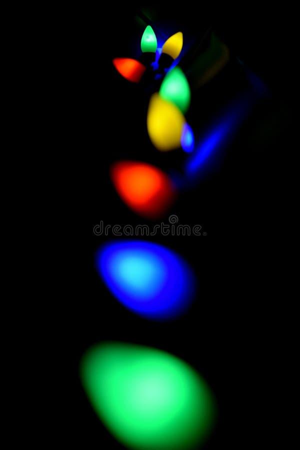 Lumières colorées à un arrière-plan noir photo stock