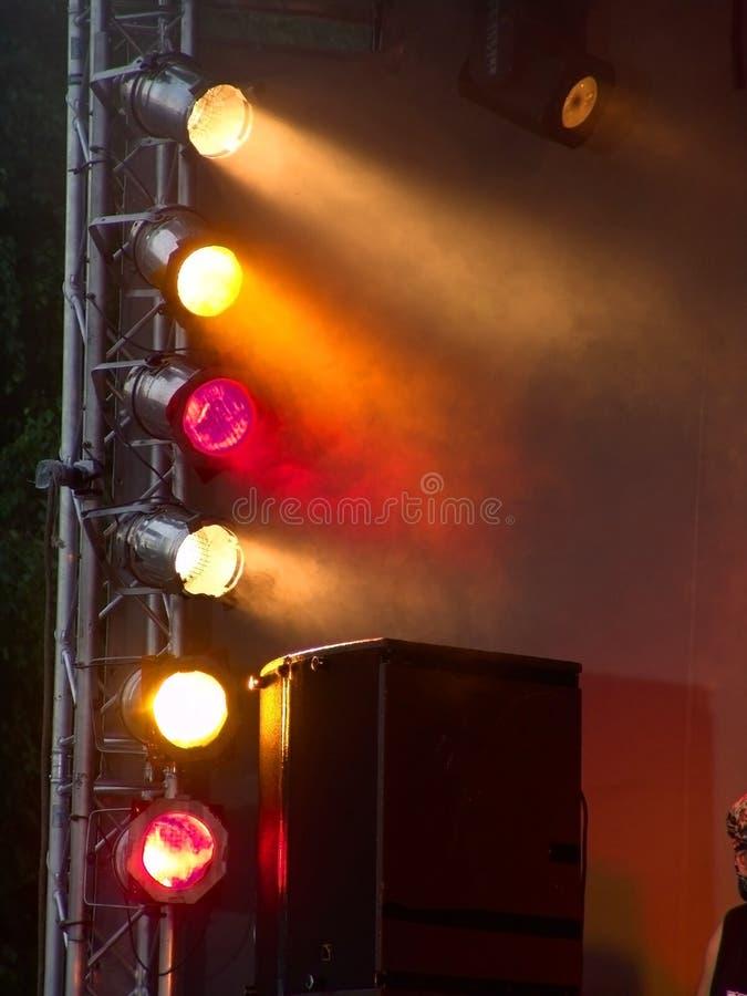 Lumières d'étape pendant le concert images stock