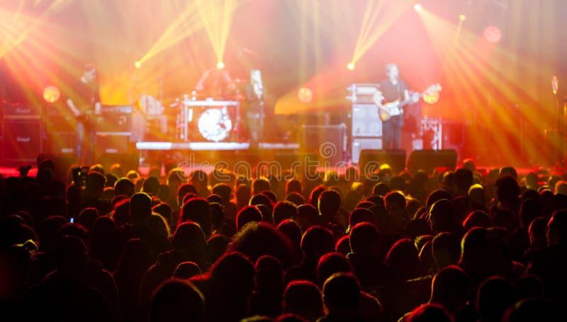 Lumières d'étape sur le concert Projecteur de hall de l'éclairage equipment photos stock