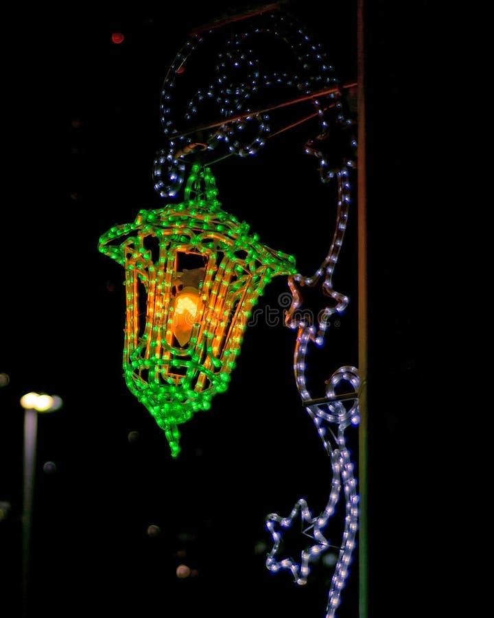 Lumières d'illumination sur la rue pendant le mois saint de Ramadan photos libres de droits