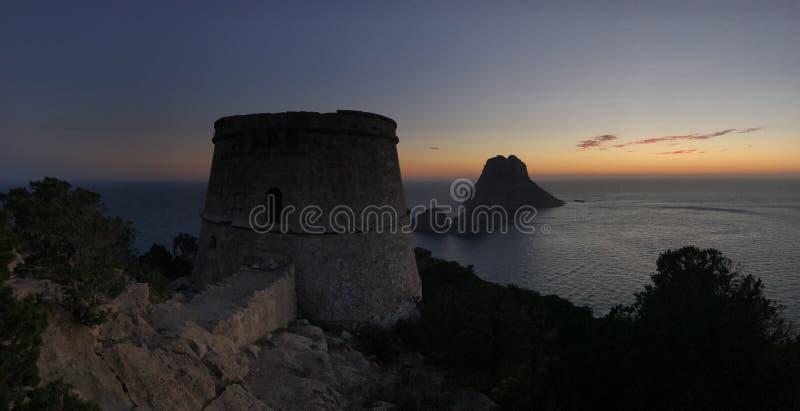 Lumières de bout d'Ibiza au-dessus de la mer images libres de droits