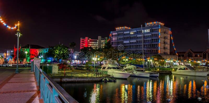 Lumières de l'indépendance et de Noël à Bridgetown, Barbade images libres de droits