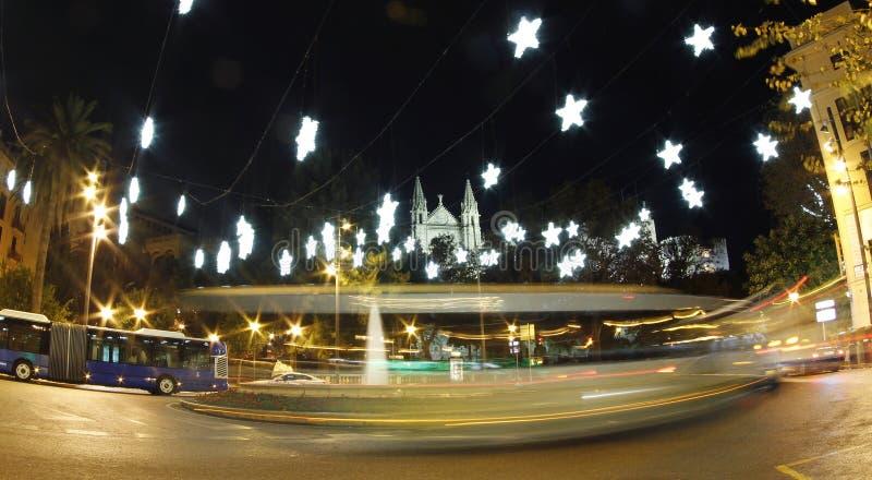 Lumières de Noël à côté de cathédrale de palma photo stock