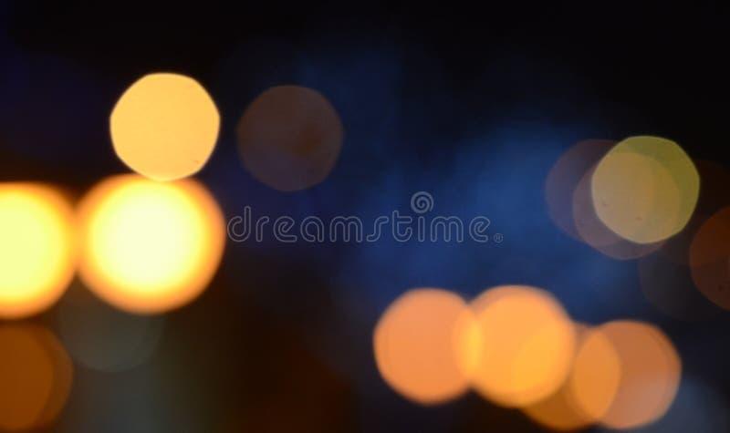 Lumières de Noël bleues sur des arbres images stock