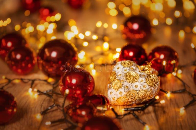 Lumières de Noël, décoration de coeur pour l'éclairage de Noël, arrière-plan ciblé photo libre de droits