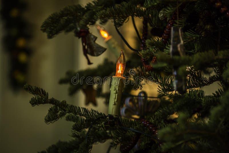 Lumières de Noël en dehors de la Chambre de ruche images libres de droits
