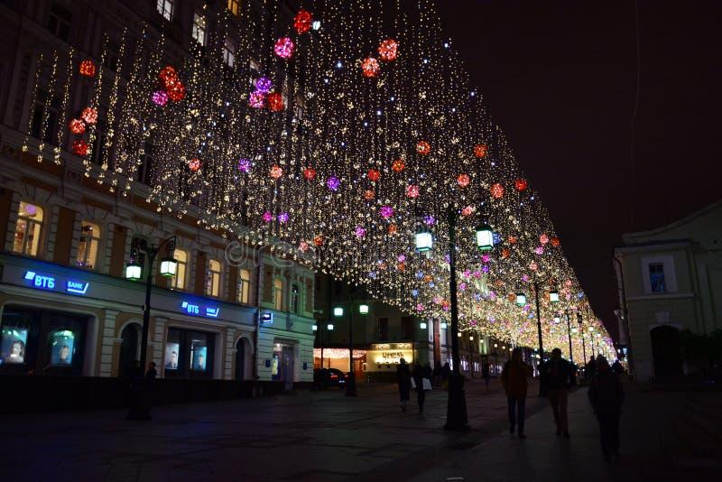 """Lumières de nuit dans la ruelle de """"Chamberlain """"de Moscou images libres de droits"""