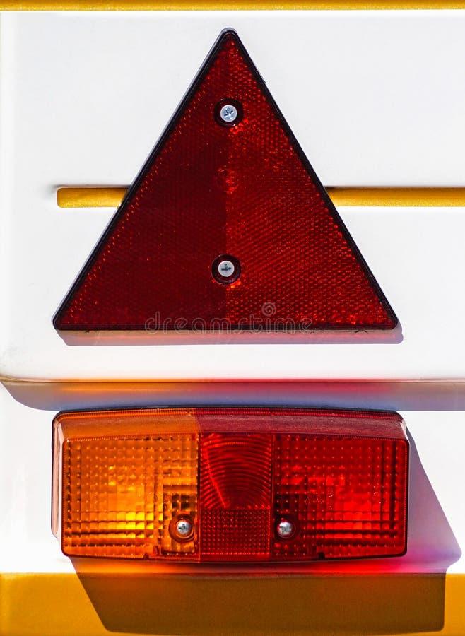 Lumières de queue d'un véhicule photographie stock libre de droits