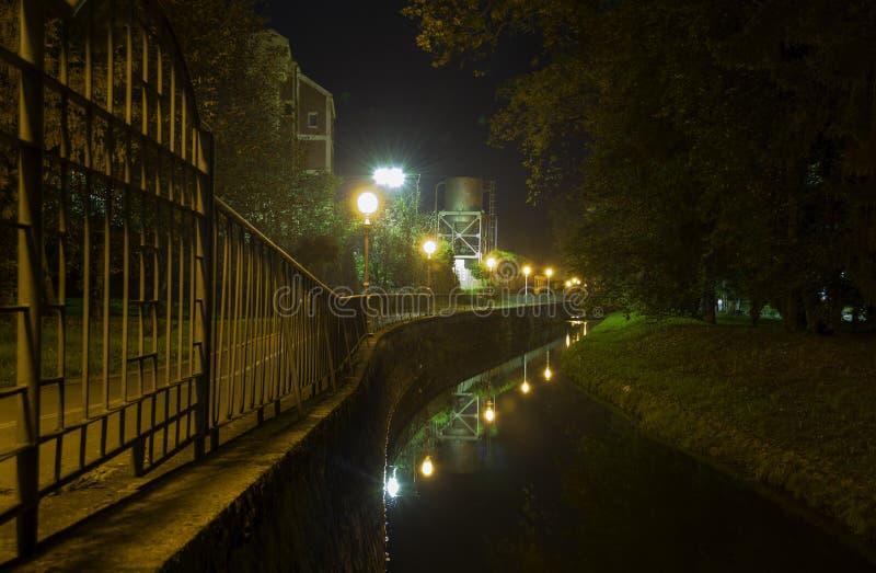 Lumières de soirée, Daruvar, Croatie images libres de droits