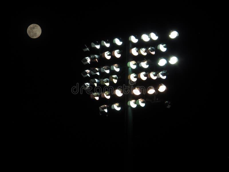 Lumières de stade à un stade de base-ball image libre de droits