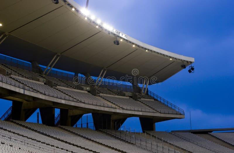 Lumières de stade en fonction photographie stock libre de droits