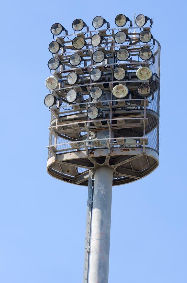 Lumières de stade et ciel bleu photos libres de droits