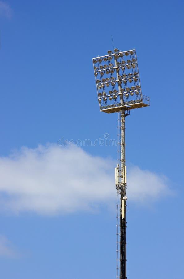 Lumières de stade sur la lumière de jour image stock