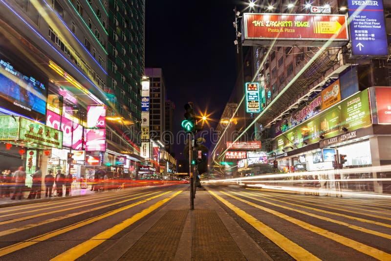 Lumières de transport en commun sur la rue photos libres de droits